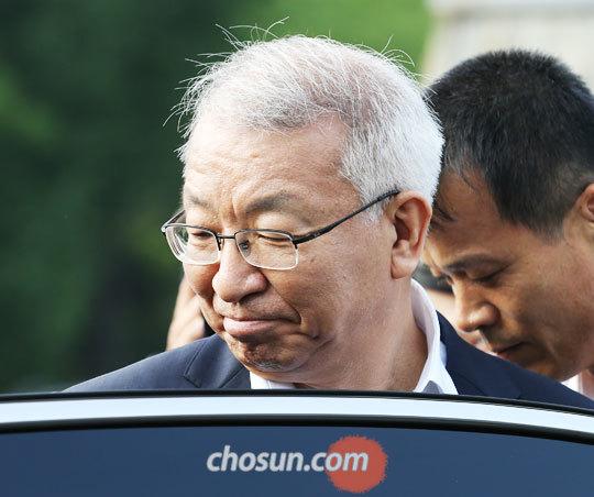 22일 오후 양승태 전 대법원장이 보석을 허가받고 경기 의왕시 서울구치소를 나서고 있다.