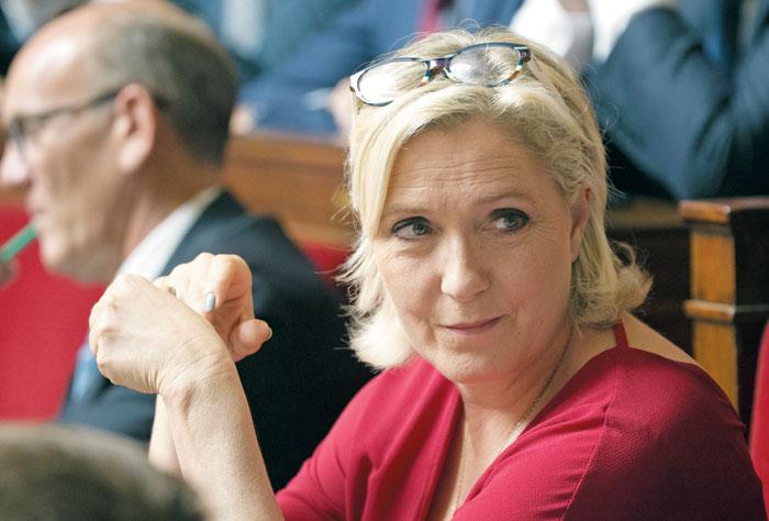 지난해 프랑스 대선에서 결선 투표까지 올랐던 마린 르펜 국민연합 대표. / AP 연합뉴스