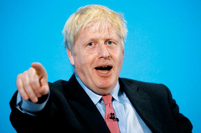 보리스 존슨 영국 총리가 지난달 선거 유세장에서 재미있는 표정으로 제스처하는 모습. / 로이터 연합뉴스