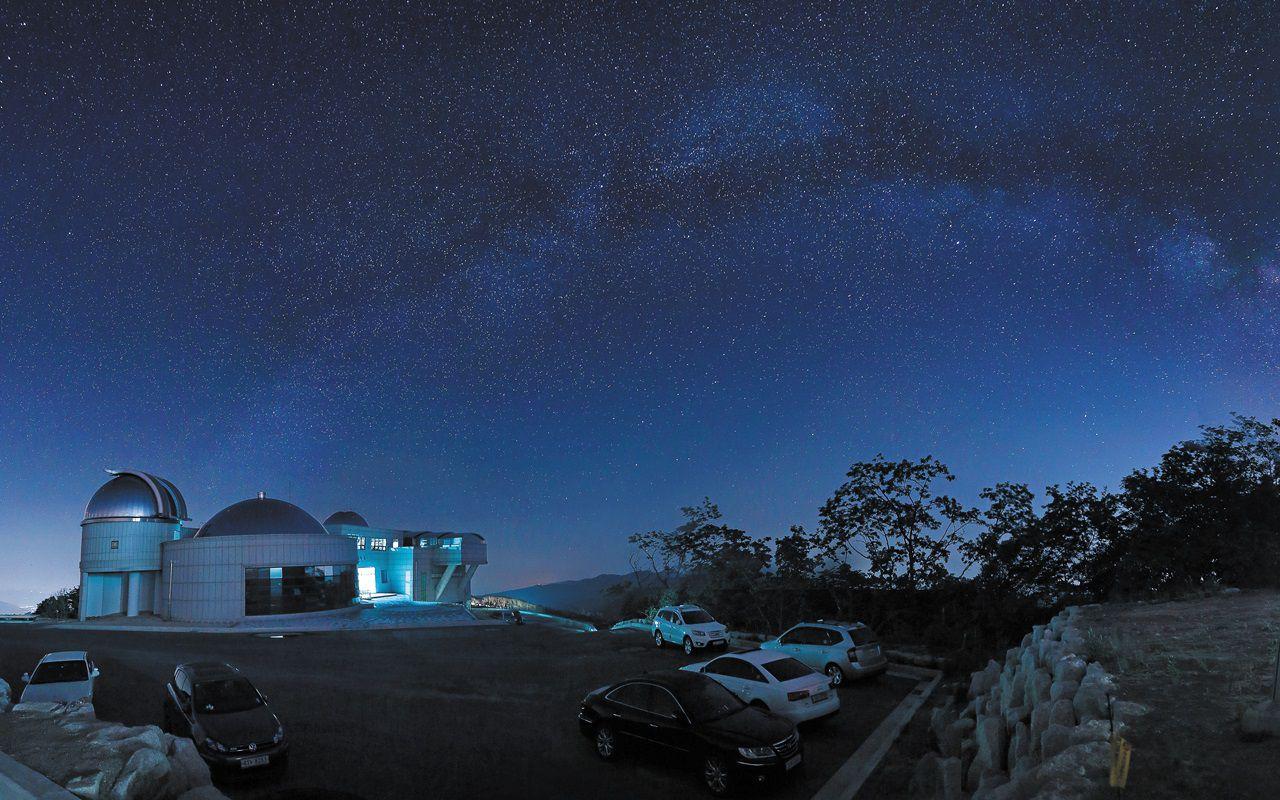 시민천문대 중 가장 높은 곳에 위치한 화천 조경철천문대에서 촬영한 은하수.