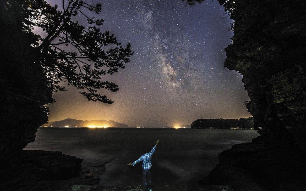 은하수 스팟으로 손꼽히는 경남 고성 상족암에서 촬영한 은하수. /경상도청 공식블로그 경남이야기 명예기자단 이윤상