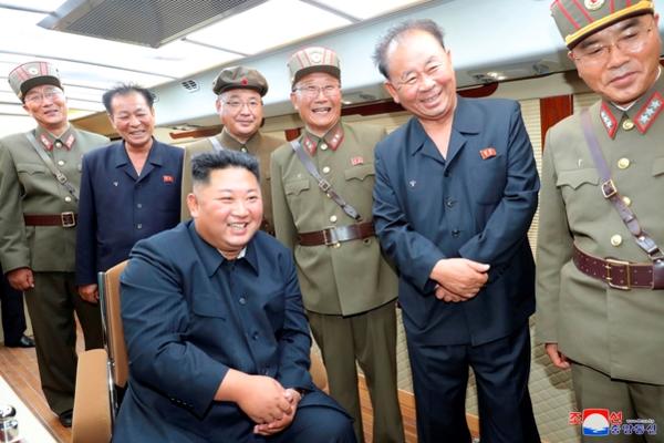 조선중앙통신은 11일 북한 김정은 국무위원장이 10일 미사일 발사를 직접 지도했다고 밝혔다. /연합뉴스