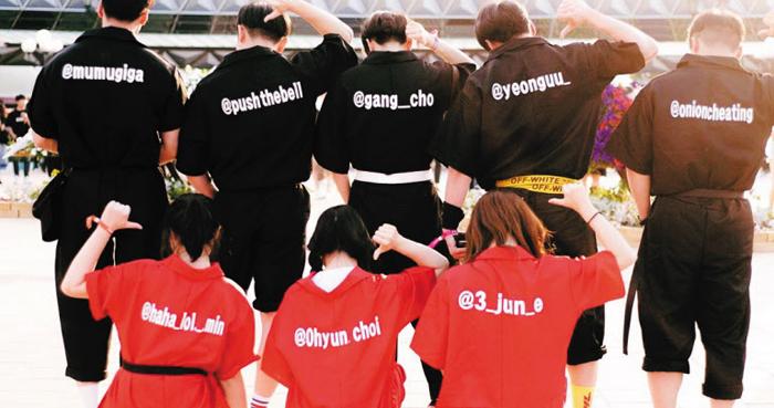 신혜준씨와 친구들은 인스타그램 아이디를 등에 새겨넣은 옷을 입고 음악 페스티벌을 관람했다.