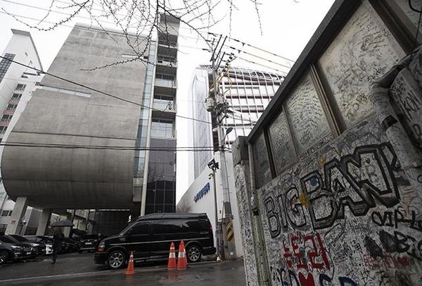 [속보] 경찰, YG엔터 사옥 압수수색…양현석 상습도박 관련