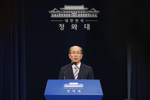 김유근 청와대 국가안보실 1차장이 22일 브리핑에서 한일 군사정보보호협정 종료 방침을 밝히고 있다. /연합뉴스