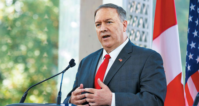 마이크 폼페이오 미 국무장관이 22일(현지 시각) 캐나다 오타와에서 캐나다 외교장관과 회담한 뒤 가진 기자회견에서 발언하고 있다.