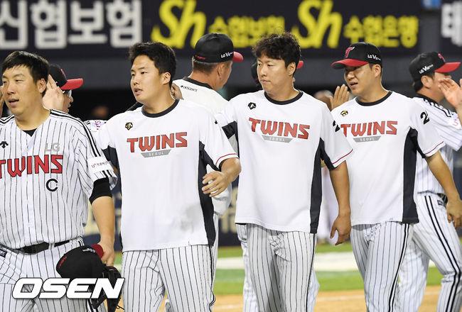[사진]LG,'12득점 화력 뽐내며 2연승 질주'