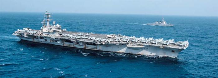 美 핵추진 항모와 日 이지스함 나란히 - 지난 15일 미국의 핵 추진 항공모함 로널드 레이건호(앞쪽 선박)가 일본 해상자위대 이지스 구축함 묘코함과 나란히 훈련하고 있는 모습. 미국 인도태평양사령부는 지난 27일 로널드 레이건호와 묘코함이 13일부터 23일까지 열흘간 연합훈련을 했다고 발표한 바 있다.