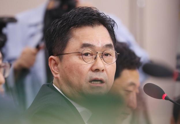 더불어민주당 김종민 의원이 지난 6일 조국 법무부 장관 인사청문회에서 발언하고 있다./연합뉴스