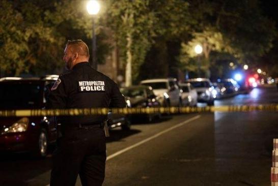 19일 총격 사건이 발생한 미국 워싱턴DC 인근의 거리에 경찰이 출동해 있다./연합뉴스