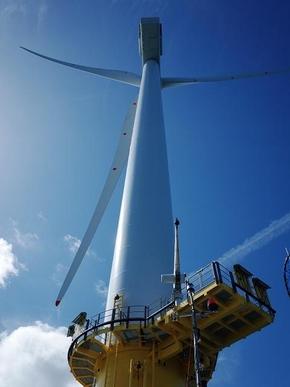 보트를 타고 램피온 해상풍력단지를 투어하면 풍력 터빈을 매우 가까이에서 볼 수 있다. /이경민 기자