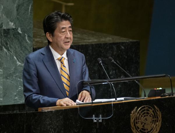 아베 신조 일본 총리가 24일(현지시간) 뉴욕 유엔본부에서 열린 유엔총회서 연설하고 있다. /AP·연합