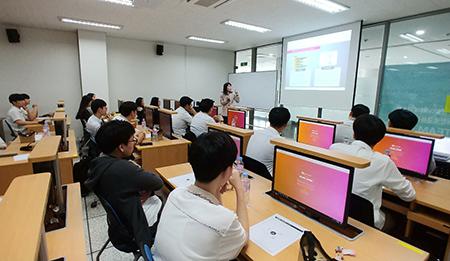 한국과학창의재단 [학교밖 STEAM 프로그램]에 참여하고 있는 충훈고 학생들