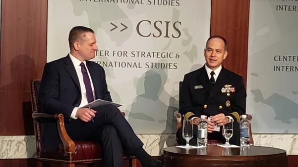 존 힐(오른쪽) 미 국방부 소속 미사일방어청장이 워싱턴DC에서 전략국제문제연구소(CSIS)가 개최한 미사일방어 관련 토론회에서 발언하고 있다. 왼쪽은 톰 카라코 CSIS 미사일방어프로젝트 국장./RFA