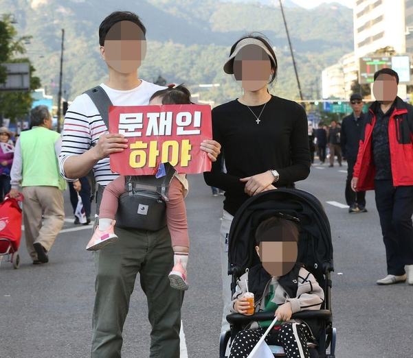 9일 서울 광화문 태평로에 조국 장관 사퇴를 촉구하기 위해 가족 단위의 시민들도 참여했다. /남강호 기자