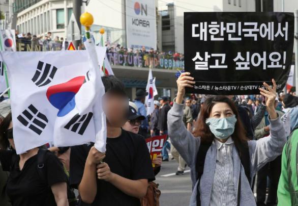 9일 서울 광화문 태평로에 조국 장관 사퇴를 촉구하기 위해 다양한 시민들이 모였다. /오종찬 기자