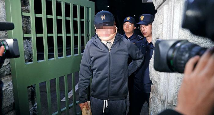 9일 오전 조국 법무장관의 동생 조모(52)씨가 구속영장이 기각된 후 경기 의왕시 서울구치소를 나오고 있다.