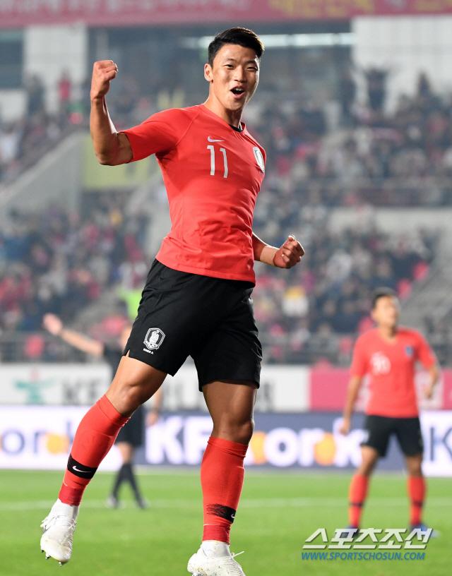 한국과 스리랑카의 2022 카타르 월드컵 아시아 지역 2차 예선 경기가 10일 화성종합경기타운 주경기장에서 열렸다. 황희찬이 전반, 팀의 세번째골을 터뜨리고 환호하고 있다. 화성=허상욱 기자 wook@sportschosun.com/2019.10.10/
