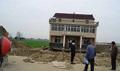 도로 넓힌다고 하자 3층 건물 '그대로' 옮긴 중국 집주인