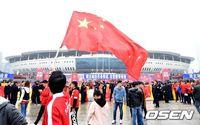 [사진]한국전 앞두고 오성홍기 휘날리는 허룽 스타디움
