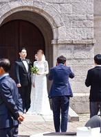 [여성조선] 빙그레 김호연 회장 장남, 4살 연하 사내 직원과 결혼