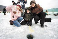 한겨울 짜릿한 손맛… 인제 빙어 축제