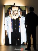 감시와 억압이 놀이로… 예술에 녹아든 CCTV