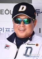 [포토] 김태형 감독 '1위 감독의 여유'