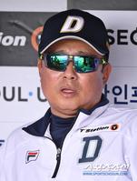 [포토] 김태형 감독 '더위를 잘 이겨야 한다'