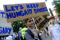헝가리, 난민 도우면 최대 1년 징역형…反난민 정책 본격화