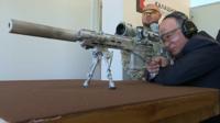 KGB 출신 푸틴, 신형 저격소총 시험서 솜씨 자랑