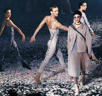 춤추듯 연극하듯… '파리의 패션쇼'는 달랐다