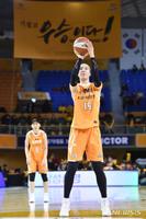 '박지수 18점' KB국민은행, 우승 매직넘버 '4'