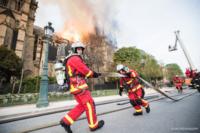 화마와 싸운 인간 띠, 노트르담 유물 대부분 지킨 감동의 드라마
