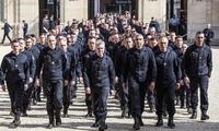 노트르담 대성당 구해낸 소방관들, 제복 입고 엘리제궁으로…금메달 받는다