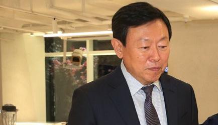 신동빈 롯데 회장, 181억원 받아 '오너 연봉킹'…SK 조대식 의장 '샐러리맨 1위'