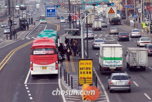 천호~하남간 BRT 개통 후 버스가 중앙차선으로 막힘없이 운행되고 있다