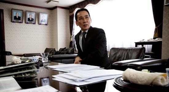 일본 야쿠자의 한 조직을 이끌고 있는 기무라 히로시는 기타큐슈 지방 정부가 야쿠자와 지역 사회를 이간질시키고 있다고 주장했다./출처=미국 뉴욕타임스 인터넷 홈페이지 캡쳐