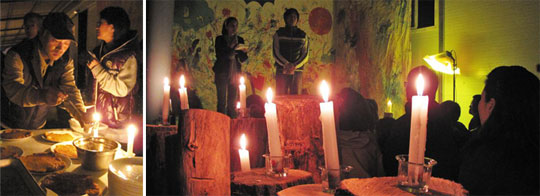 문화 공연에 이어진 뒤풀이 자리를 밝힌 것도 전깃불이 아닌 촛불이었다.(왼쪽)'전기 없는 날'을 맞아 선애빌 주 민들은 촛불을 조명 삼아 시낭송ㆍ노래 공연이 어우러지는 문화 공연을 열었다.(오른쪽) / 곽래건 기자