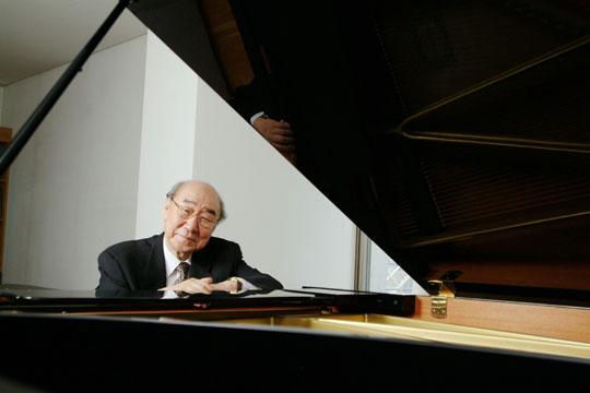 """첫 독주회 60주년 기념 음악회를 여는 한국 피아니스트의 대부 정진우. 그는""""수술을 받고 첫 독주회를 열면서 더는 흔들리지 않기로 굳게 마음먹었다""""고 말했다. /음연 제공"""