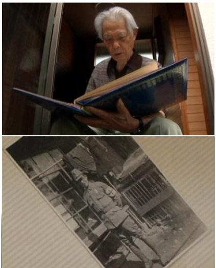 마츠모토씨가 자신의 군 복무 시절 앨범을 꺼내보고 있다./영상 캡처
