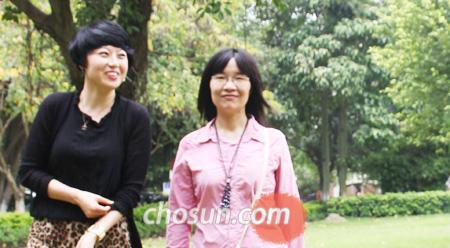 김민정(왼쪽)과 안치.