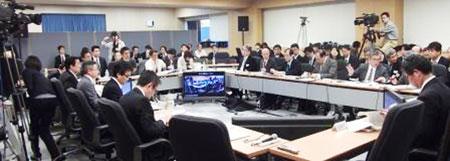지난 2009년 인터넷으로 생중계된 일본 정부와 전문가들의 예산 타당성 논쟁 장면.