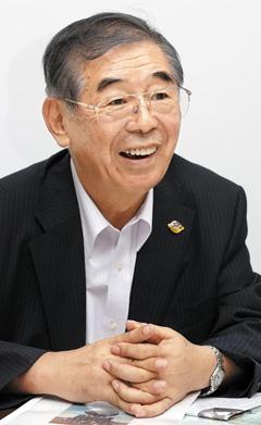 고마쓰 아키오 인간자연과학연구소 이사장이 30일 국회 의원회관에서 안중근 의사 기념사업에 대해 설명하고 있다