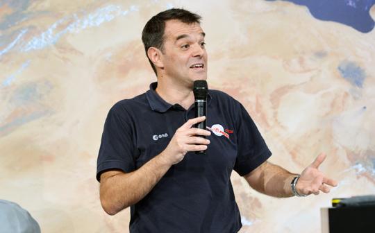 '네이처'가 선정한 '올해의 과학 인물 10인' 가운데서도 가장 중요한 인물로 꼽힌 유럽우주국(ESA) 연구원 안드레아 아코마조. 우주 탐사선 '로제타' 프로젝트를 실현한 주역이다.