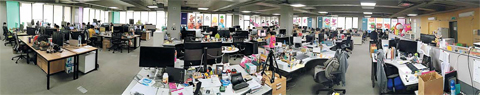 스마트스터디의 전 직원이 재택근무에 돌입한 지 이틀째인 지난 5일 서울 서초동에 있는 회사 사무실이 텅 비어 있다.