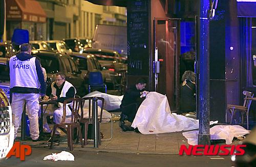 프랑스 파리에서 13일(현지시각)밤 테러로 의심되는 폭발과 총격 사건이 연이어 발생했다./뉴시스