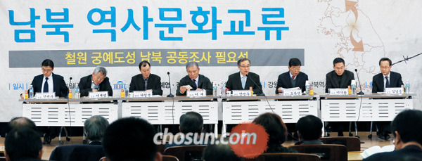 여야가 1일 공동 주최한 'DMZ(비무장지대) 평화적 이용과 남북 역사 문화 교류' 토론회에서 참석자들이 발언하고 있다.