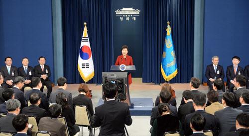 박근혜 대통령이 13일 오전 춘추관에서 대국민담화 및 기자회견을 하고 있다./ 뉴시스