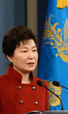 박근혜 대통령이 13일 오전 청와대 춘추관에서 대국민 담화 및 기자회견을 하고 있다. /뉴시스